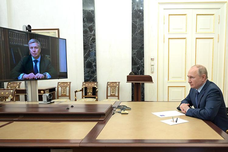 8апреляВладимир Путинпринял отставку губернатора Ульяновской областиСергея Морозоваиназначил врио главы региона сенатора-коммунистаАлексея Русских (слева)