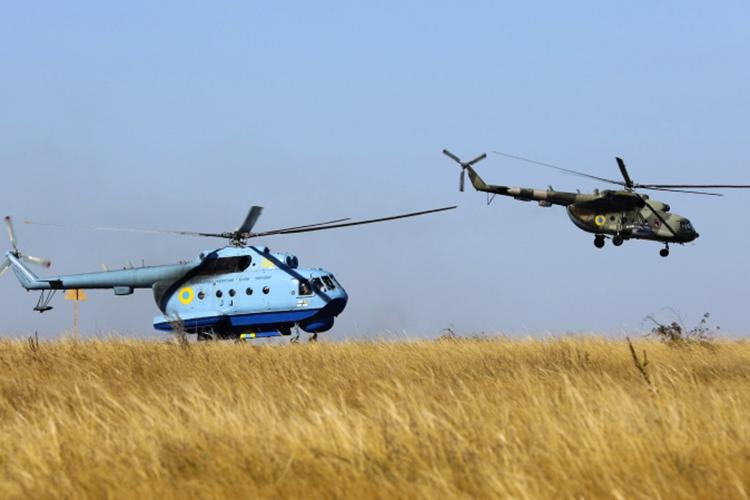 Военные решили отказаться отидеи поперезапуску производства вКазани вертолета-амфибии Ми-14 (слева). КВЗ строил его в80-х, арешение овозобновлении выпускапринялив2015 году