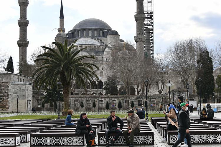 Также продолжает летать чартерный рейс вСтамбул. Могу заверить, что этот город никогда непотеряет популярности. Внего любят возвращаться иромантические парочки, инебольшие компании, семьи сдетьми, ишопоголики