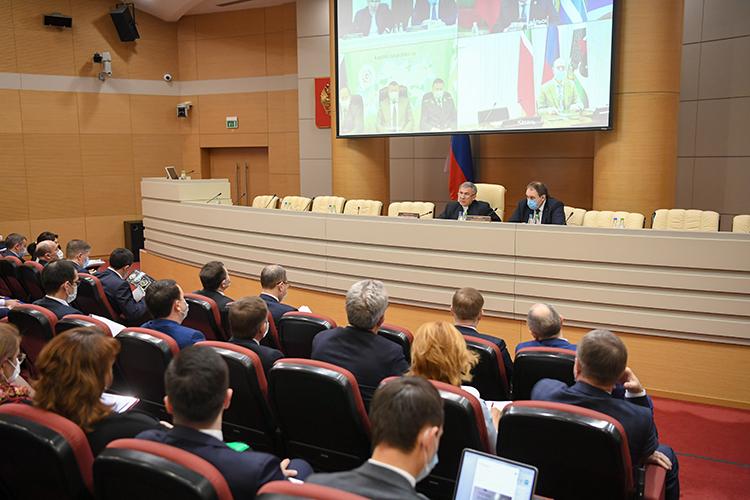 Президент Татарстана заметил, что стемпов в4тыс. вакцинаций вдень нужно переходить на8-10тысяч