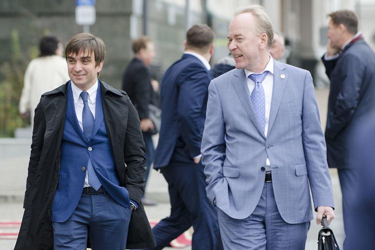 Также еще осенью появились слухи отом, что вроли парламентария себя попробует заместитель главы АПРТ, руководитель департамента внутренней политикиАлександр Терентьев (справа)