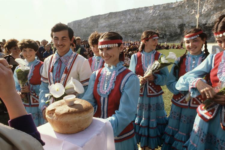«Почему впоследнее время непроводятся татарстанско-башкортостанские совместные конференции ученых? Почему перестали проходить совместные Сабантуи, культурные мероприятия?»