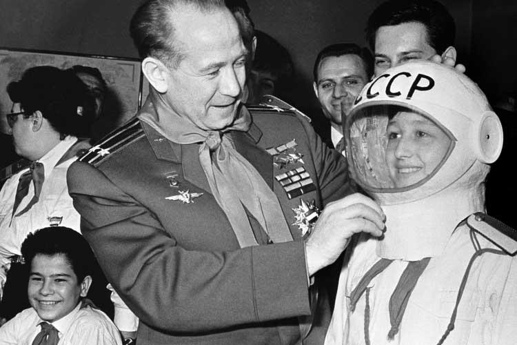 «Космонавтика всоветском время финансировалась только государством, которое было единственным заказчиком. Отрасль неутратила что-то сама посебе, утратило государство вцелом»