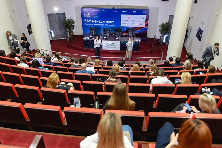 8апреля на«АкБарс Арене» провели мероприятие воффлайн формате— «HRмост 2021: ВАУ менеджмент». Главный организатор— АкБарс Банк иHR-Клуб «Как Делать»