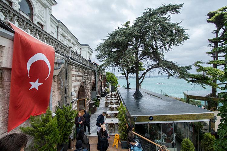 Сегодня оперативный штаб по борьбе с коронавирусом может принять решение об ограничении полетов в Турцию, сообщает РИА Новости