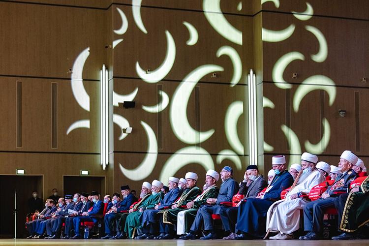 Главные задачи съезда— избрание нановые 4-летние сроки муфтия республики иглавного шариатского судьи— казыя
