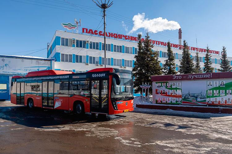 «Всего унас 315 автобусов, изних 56— газовых. Запоследние два года предприятие купило 140 новых машин»
