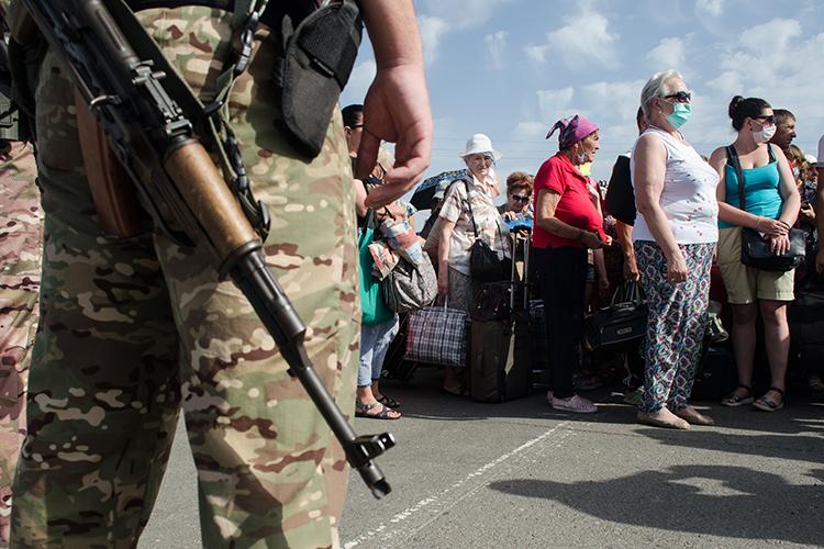 «Республикам Донбасса будет крайне тяжело справиться самим. Это практически нереально. Потому что русский Донбасс невелик поразмерам ипочисленности населения»
