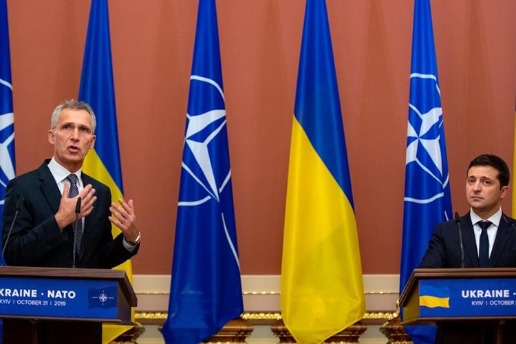 «Украина неможет вступить вНАТО, потому что это противоречит положениям самого альянса. Украина находится всостоянии гражданской войны, ичасть тех территорий, которые они считают своими, насегодня отторгнуты»