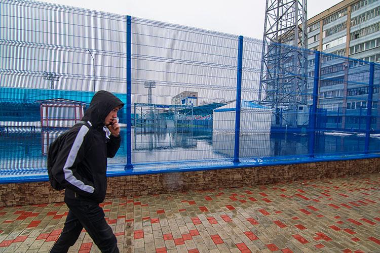 Не помешает ли неопределенность с документами на стадион «Нефтехимик» проведению тренировок и футбольных матчей? Сайфутдинов заверил нас, что отсутствие регистрации на это не влияет