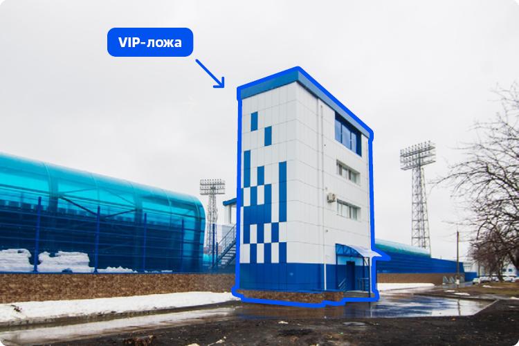 Консоль VIP-лож обновленного стадиона после реконструкции стала примерно на 1,2 метра выступать за границы принадлежащего НКНХ земельного участка