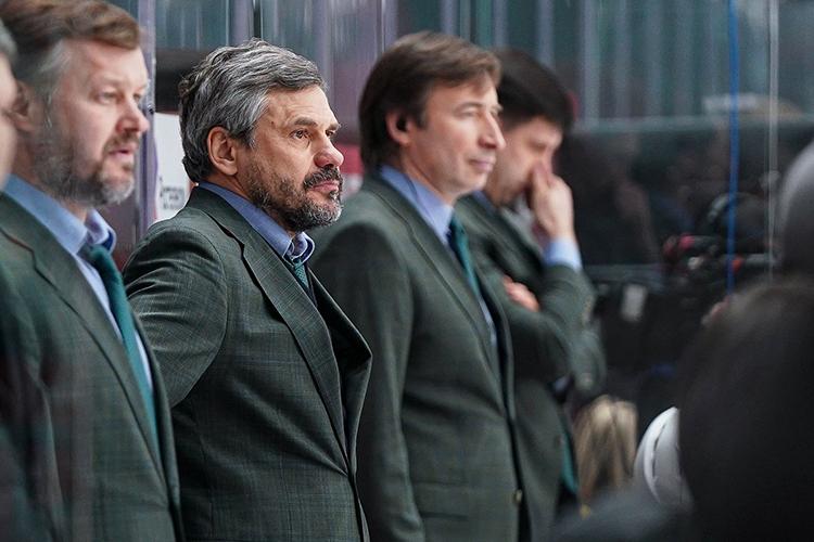 Интересно, что главный тренер«барсов»Дмитрий Квартальновперед ключевым матчем вывел изсостава дорогостоящих легионеров первого звена