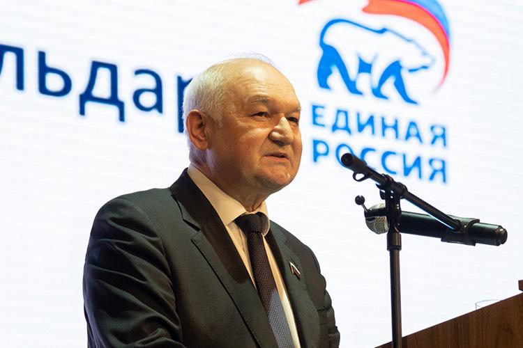 Ильдар Гильмутдинов:«Унас женщины всегда впереди, мы, мужчины, скоро будем завами только ходить, вся власть скоро будет уженщин»