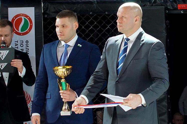 Главным гостем турнира, накотором собрались сильнейшие бойцы-любители извсех концов округа, стал легенда смешанных единоборств Фёдор Емельяненко