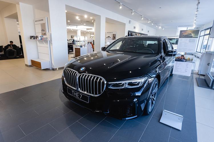 «Для тех клиентов, которые еще несмогли определиться свыбором модели BMW, мыпредоставляем выездной тест-драйв: готовы привезти любую модель изнашей линейки прямо квашему офису идать возможность попробовать авто вделе, чтобы вымогли принять решение»