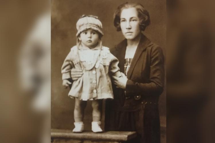 Маленькая Рада с мамой