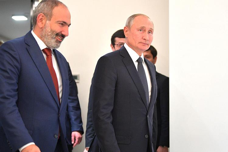 «Он (Пашинян слева)действительно уходит вотставку, без фактора его переговоров сМосквой. Это ихвнутриармянские договорённости соппозицией»