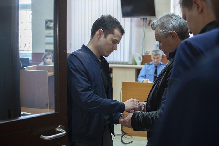 ЗадержаниеИльдуса Касымова (второй справа)произвело широкое удивление врядах республиканской элиты в2019 году: столь редко внаручниках оказываются народные избранники республиканского уровня