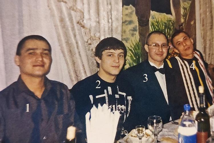 Артема Горбачева (второй слева) называют лидером одной изкрупнейших ОПГ «Татарстана»— «Новотатарские». Послухам, именно Сыч содействовал Горбачу, когда шла борьба залидерство вэтой группировке