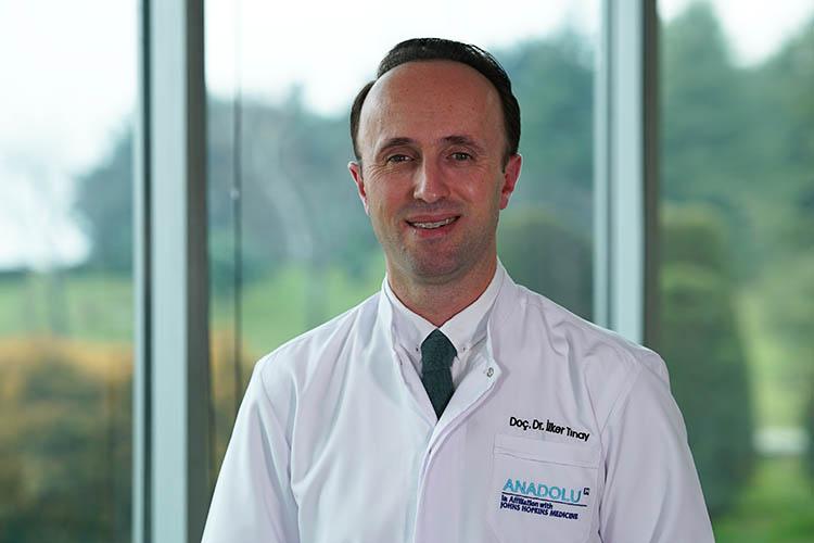 Илькер Тинай: «Впервые япобывал в«Анадолу», будучи ассистентом, в2005 году. Тогда ябыл впечатлен возможностями больницы иколлективом врачей»