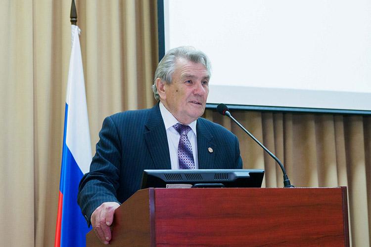 Владимир Дейнекин подробно рассказал обизменениях взаконодательстве, которые интересовали его коллег, например, опорядке проведения общих собраний СНТ, которые впрошлом году «из-за пандемии вбольшинстве товариществ непроводились»