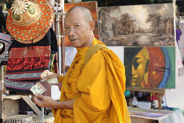 «Большая часть населения в Камбодже вообще неимела банковских счетов— все платили наличкой, соответственно, государству сложно было контролировать налоги»
