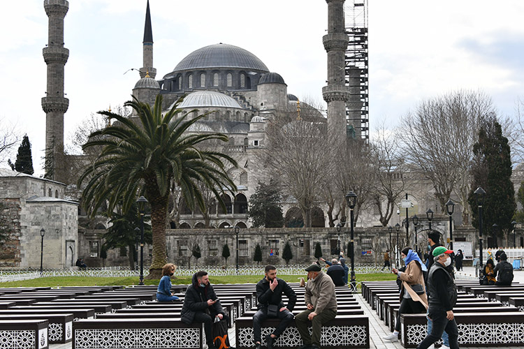 Фундаментально Турция осталась тойже. Развивающаяся страна вцелом, разнообразная экономика, включающая всебя широкий спектр промышленности исерьезный сектор услуг