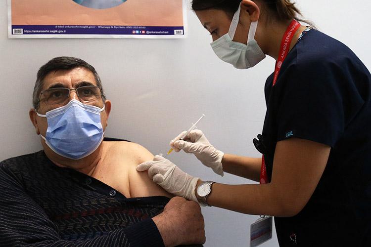 С14января вТурции началась массовая вакцинация, увеличилось число проводимых тестов до320тыс. вдень