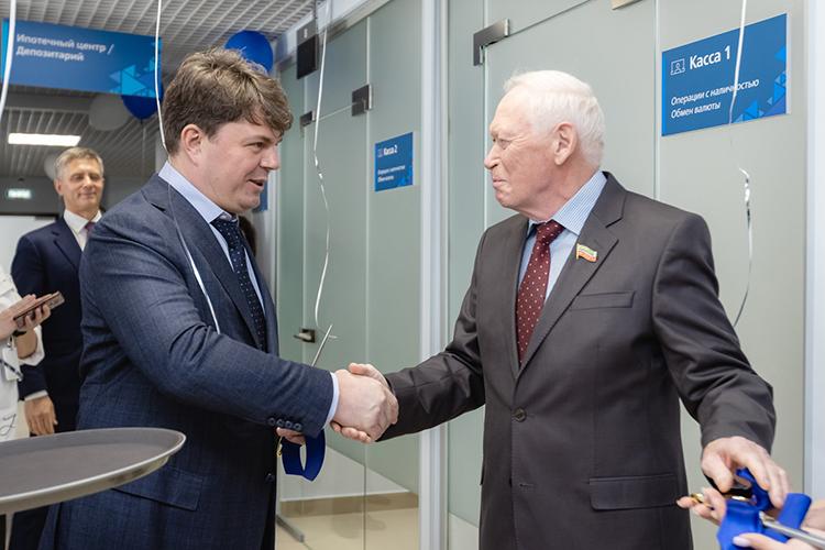 Леонид Якунин (справа):«Радует, что вывыбрали Татарстан иКазань, вчастности. Здесь развиваются все отрасли, ибанковские услуги навысоком уровне будут очень востребованы»
