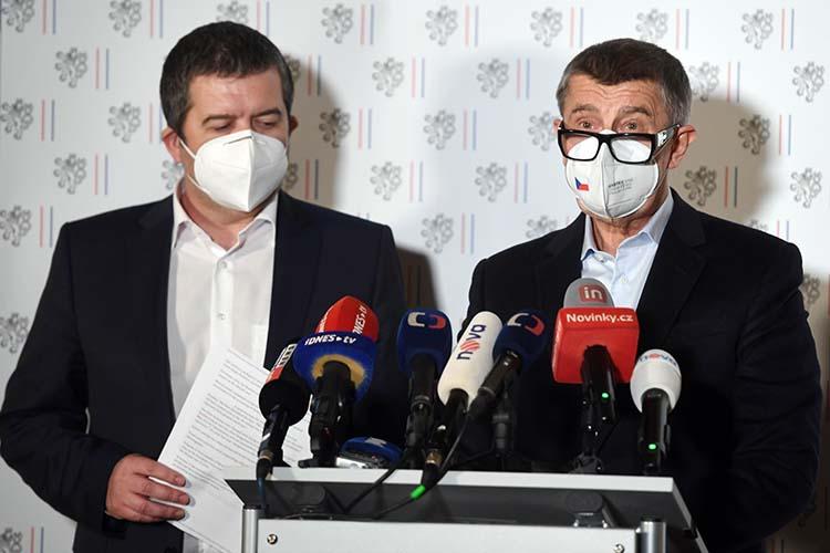 ЯнГамачек и Анджей Бабиш созвали экстренную пресс-конференцию, накоторой сообщили овысылке изстраны 18 российских дипломатов