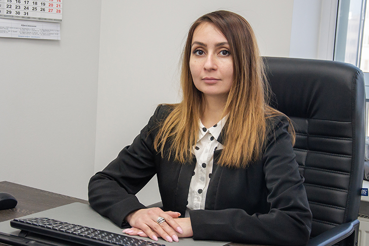 Алия Ибятова: «Еще допроцедуры мысклиентом определяем возможные риски, стратегию дела, разрабатываем план действий. Таким образом, гарантируем вход вуправляемую процедуру иснижаем риски доминимума»