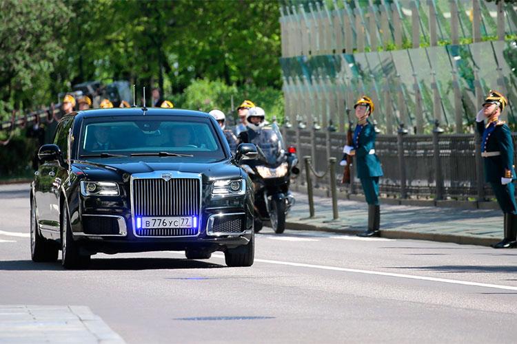 «Aurus'ы будут покупать без всяких инструментов стимулирования, потому что натакой машине ездит президент Российской Федерации иего окружение, иэти машины имеют отношение кправительственным структурам»