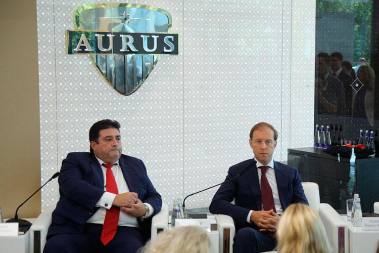 Денис Мантуров (справа) заявлял, что клиентская база авто уже готова в ОАЭ и какая-то часть машин уедет на Восток: «Конечно, в плане приобретения машин мы надеемся, что наши партнеры начнут именно с себя»