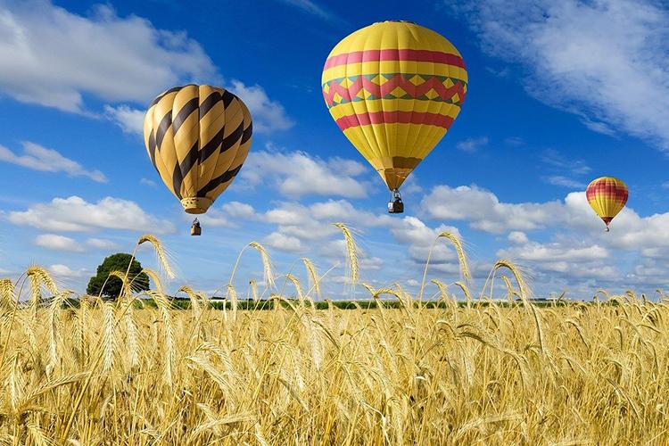 «Призываем жителей путешествовать поТатарстану. Например, вреспублике появилась возможность совершить полет навоздушном шаре»