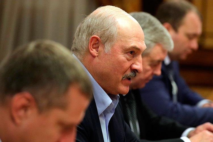 «Зачем Лукашенко приезжает вМоскву? Его интерес понятен. Ему нужны деньги. Азачем это нужно Москве?»