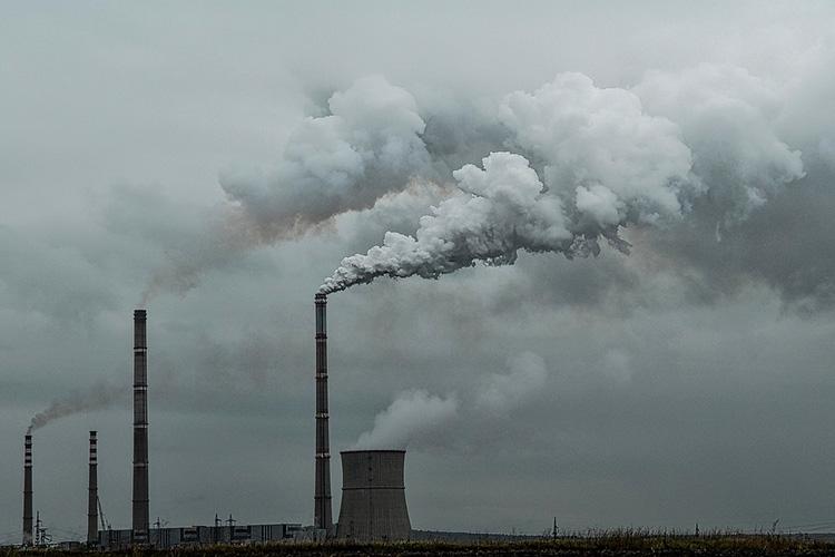 Занесоблюдение экологических норм нужно предусмотреть ответственность. Задача соснижением выбросов должна решаться засчет комплексной модернизации промышленности, ЖКХ, транспорта, энергетики