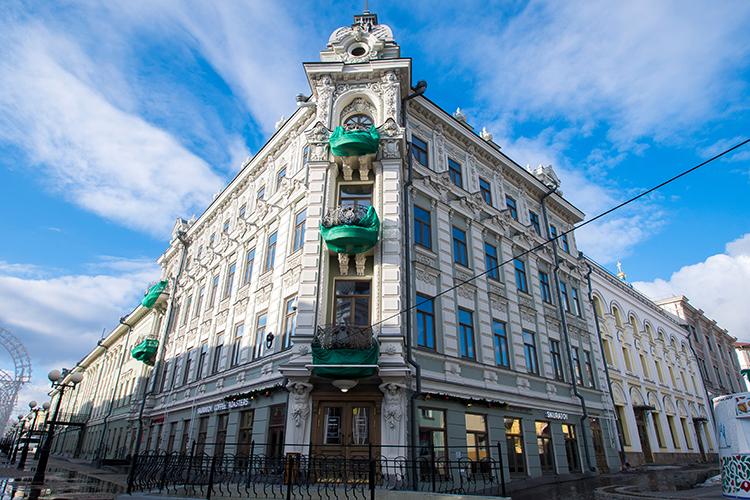 Бизнес-центр примыкает кизвестному торгово-гостиничному комплексу «Казанское подворье» посмежному адресу Баумана, 9