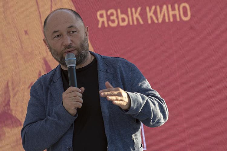 Тимур Бекмамбетов:«Нам абсолютно нехотелось лезть вобщественно-политический контекст этого фильма. Это картина про двух друзей».