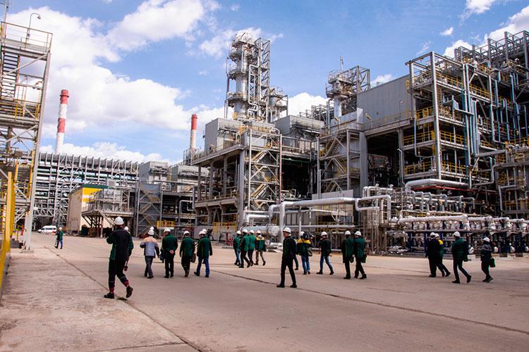 Следующий важный блок вопрос был посвящен переработке. Мозговой подчеркнул, что «Татнефть» активно развивает данное направление и в ближайшем будущем будет перерабатывать на ТАНЕКО 15 млн тонн нефти