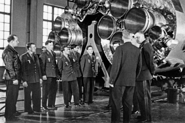 «Развитие российского космоса возможно только в сотрудничестве с российским атомом. В атомной сфере мы продвинулись настолько далеко, что там появились технологии, которые реально могут быть положены в основу следующей космической платформы»