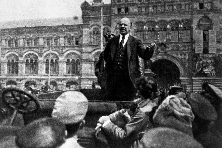 «Для меня Ленин всегда был слабым теоретиком. Когда при мне начинают заводить разговоры, какой онбыл великий философ-марксист… Ну, нет. Авот прогностиком, стратегом иполитиком онбыл замечательным»