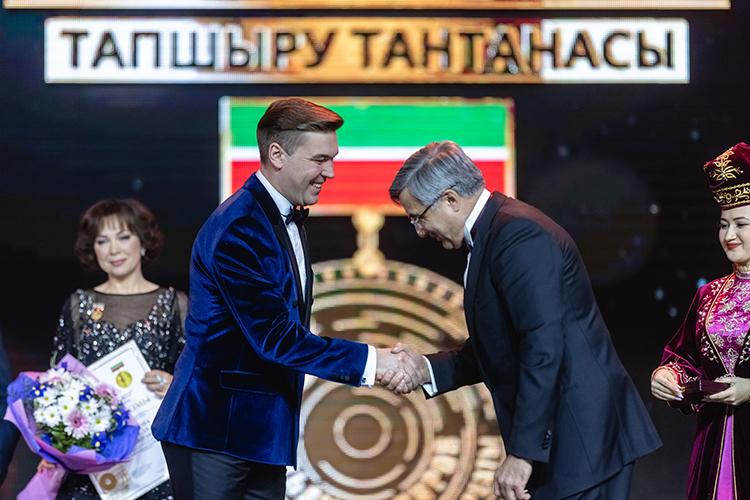 Филюс Кагиров (слева) сталпервым лауреатомпремии им. Ильгама Шакирова