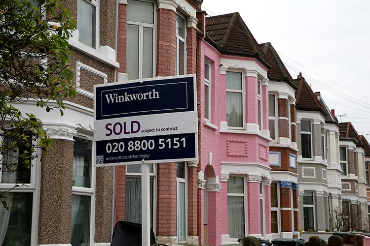 «Только место определяет стоимость любого объекта недвижимости. Это всем известно. Например, втомже Лондоне стоимость земли может составлять 99 процентов стоимости продажи дома»