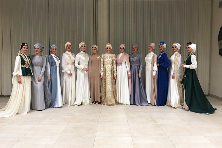 Свадебные наряды налюбой вкус ицвет приковали ксебе внимание гостей Fashion iftar— именно такого внимания, наверное, ждет любая женщина всамый важный для нее день
