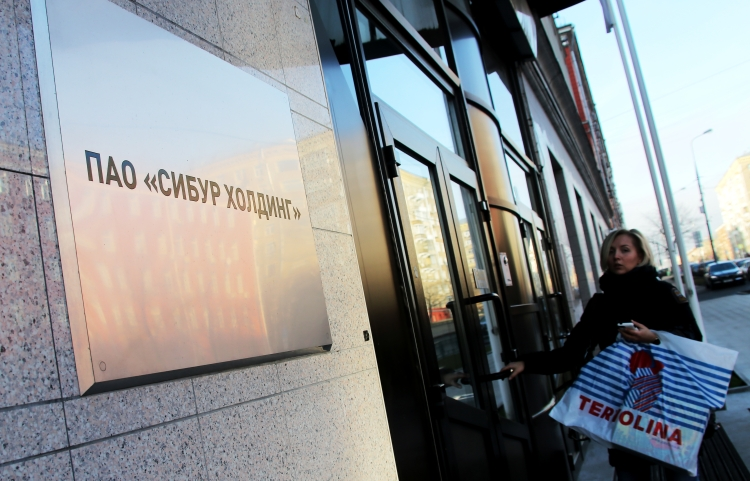 «Сибуру» предстоит новая веха— слияние статарстанским ТАИФом, новая структура акционеров. Известно, что владельцы ТАИФа, закоторыми стоят несколько именитых семей, вчастности, Шаймиевых, Шигабутдиновых, Сультеевых, получат 15% вкапитале ПАО «Сибур»