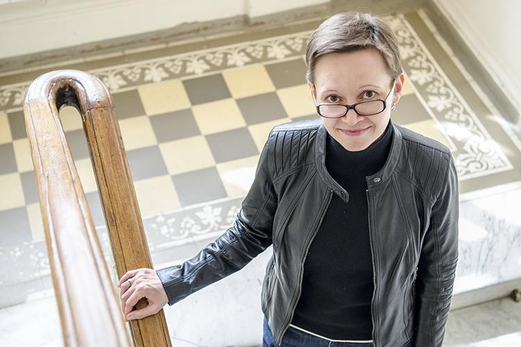 Гузель Яхина(20), едва утихли баталии посериалу «Зулейха открывает глаза», издала свой третий роман «Эшелон наСамарканд», где часть действия вновь происходит вТатарстане