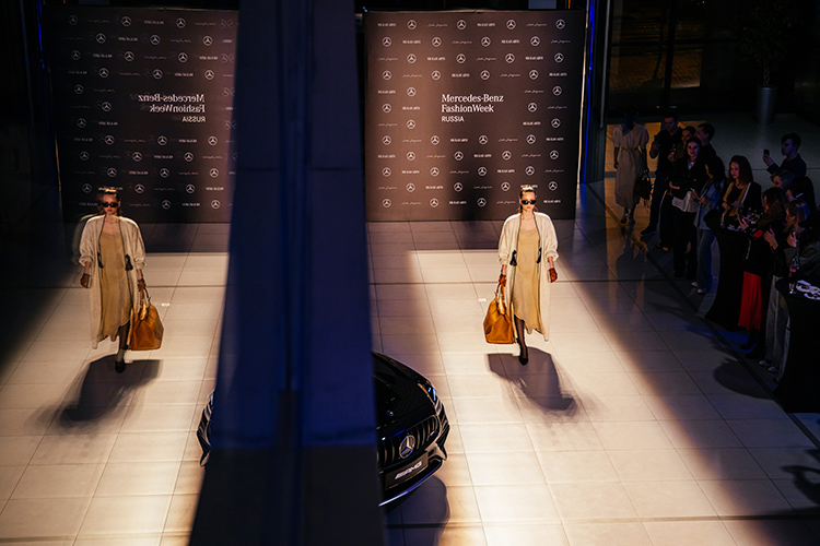 Вэтом сезоне вMercedes-Benz Fashion Week Russia принимают участие 14 российских дизайнерских марок, которые строят свою деятельность напринципах устойчивого развития