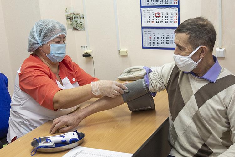 «Унас сегодня достаточно количества вакцин, авакцинация идет пока невтом объеме, который мыхотим. Вчера, по-моему, 5,5 тысячи человек, нам надо выходить на10 тысяч [в день]»