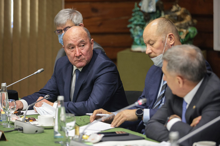 Марат Ахметов посоветовал творческой интеллигенции больше выходить внарод, общаться слюдьми