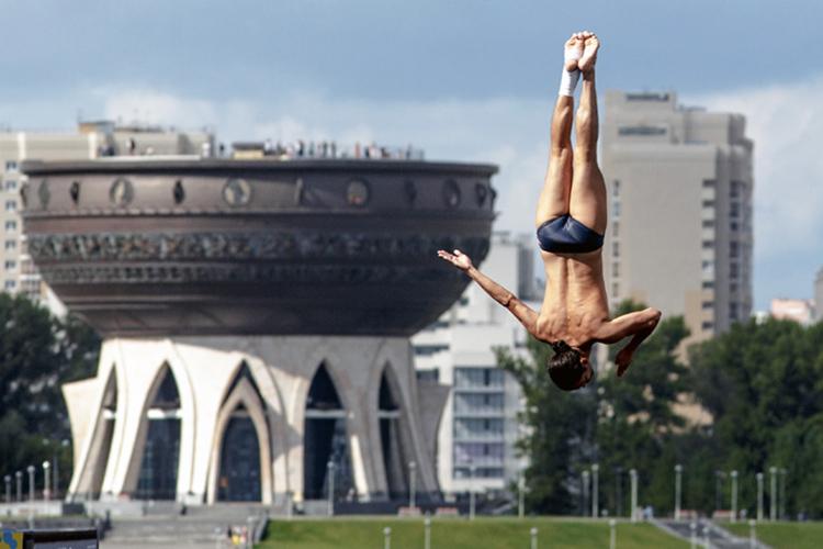 Иностранные пловцы тренируются вКазани под руководством казанских тренеров. Минимальный срок подготовки— три месяца, максимальный— год. Если спортсмен добивается выдающихся результатов насоревнованиях, ему могут пролонгировать пребывание вКазани